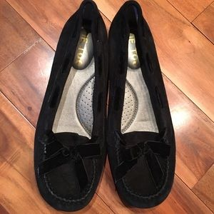 Me Too Black Bow Loafers